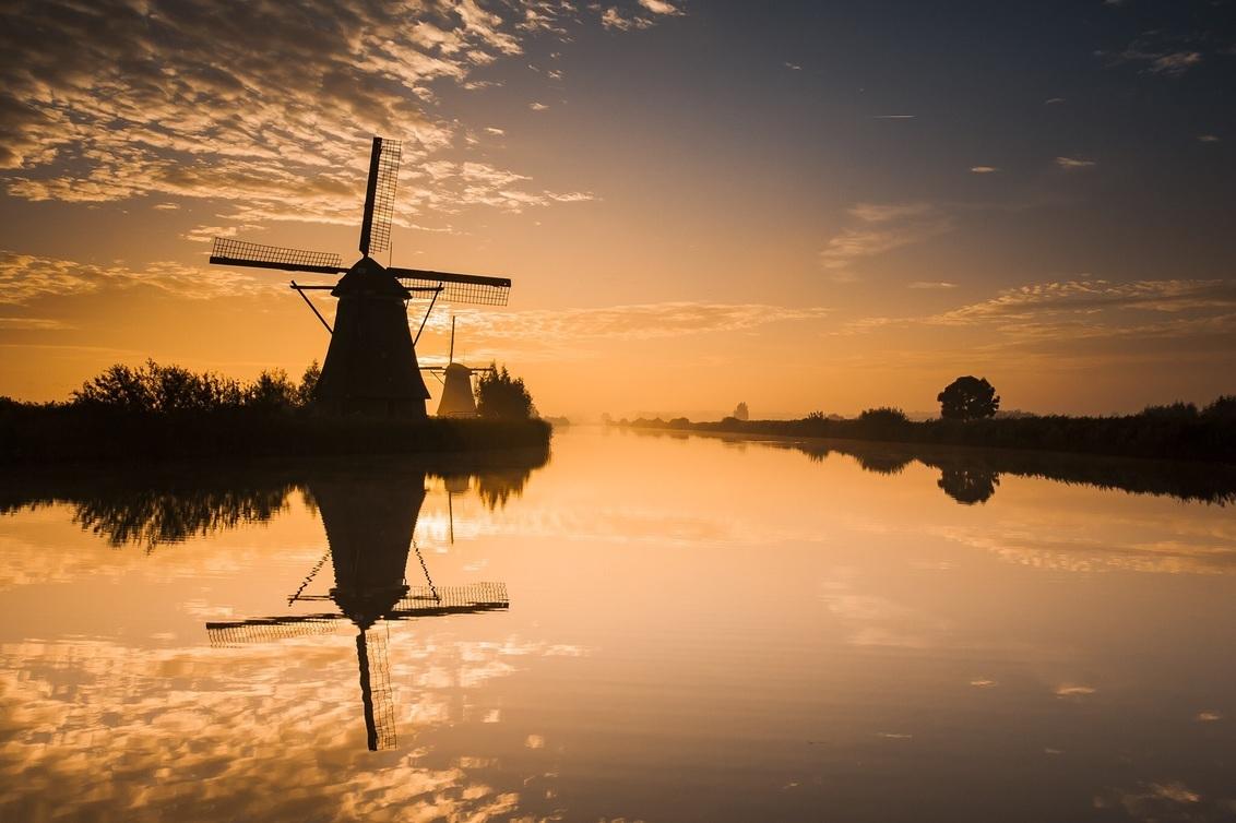 Kinderdijk ontwaakt - Wel vroeg op pad, maar ook volop genieten.... - foto door HenkPijnappels op 07-10-2015 - deze foto bevat: molen