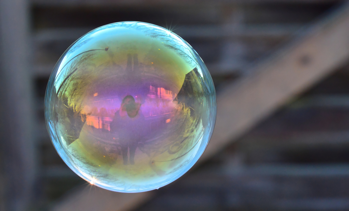 Bubbels - Bubbels blazen op een morgen in de vrieskou, maar leuk is het wel :) - foto door RemeriePhotography op 08-11-2019 - deze foto bevat: kleur, macro, zon, druppel, licht, bellen, winter, reflectie, vorst, bellenblaas, bubbel