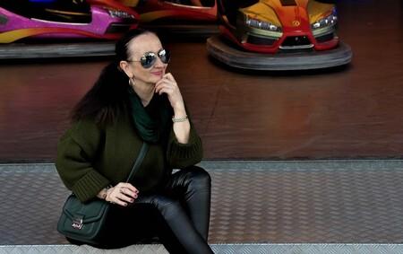 das Chick - - - foto door peterspostbus op 21-10-2014 - deze foto bevat: vrouw, kermis, zonnebril, straatfotografie, poseren, hamburg, midlife, ptr