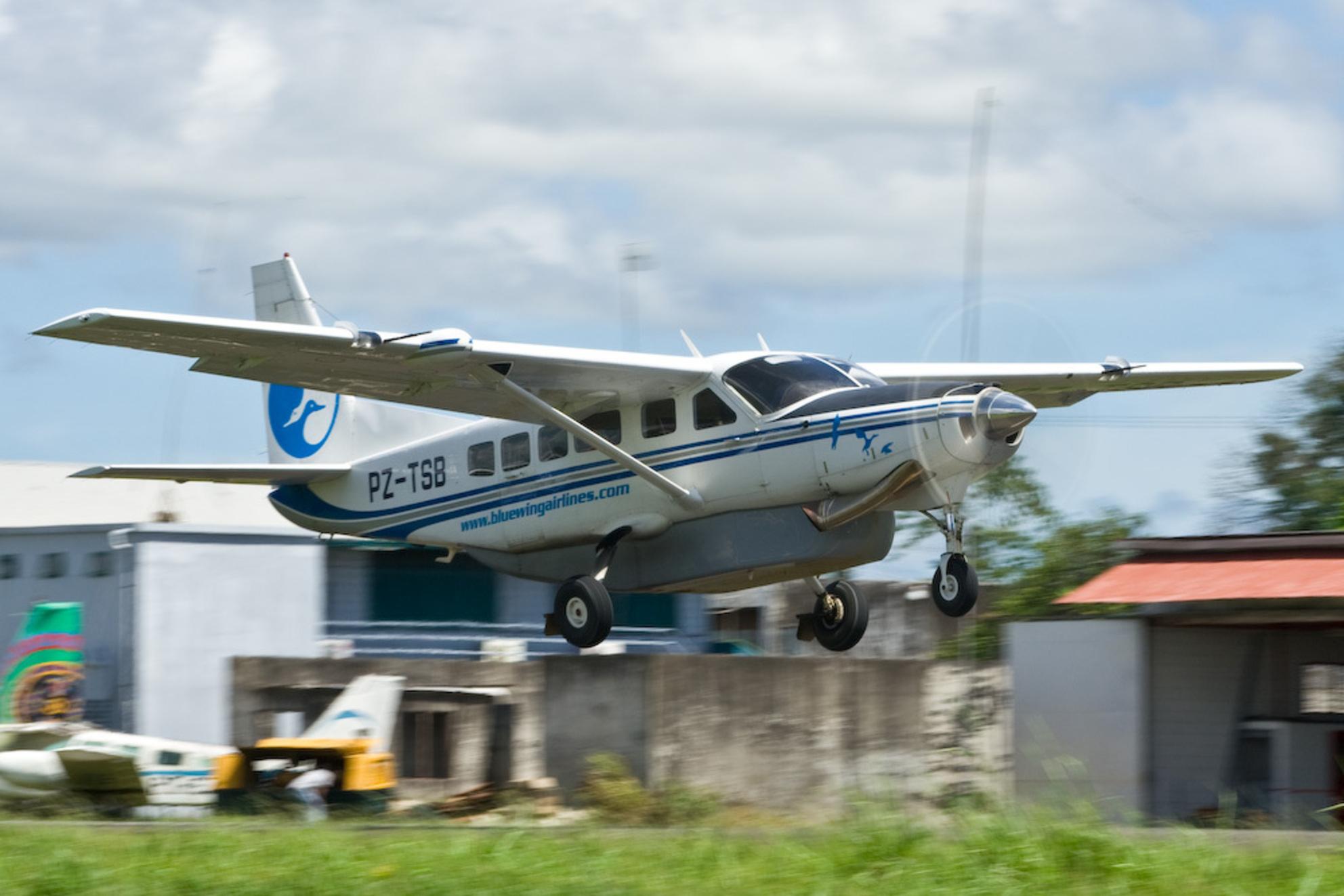 Blue Wing Airlines - Op het vliegveld Zorg en Hoop in Paramaribo vind je veel Cessna 208-en, waarvan hier een voorbeeld. - foto door marcel32us op 12-11-2008 - deze foto bevat: blue, suriname, wing, paramaribo, ce-208
