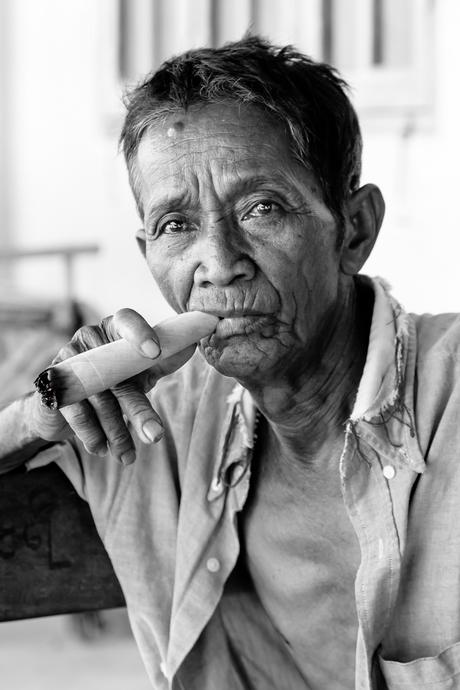 Portret rokende man