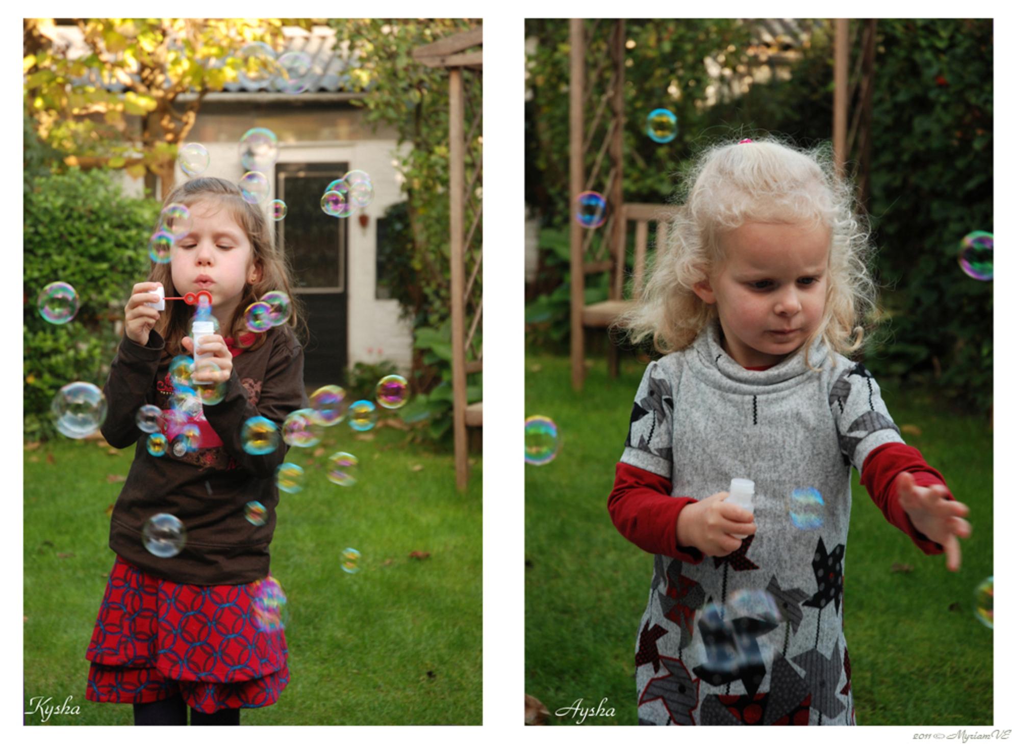 Bellen blazen en/of vangen - Woensdagmiddag 19/10/11 Kleinkinders (6j. en bijna 4j.) in de herfst-tuin: bellen blazen ... puur plezier :-) - foto door MyriamVE op 21-10-2011 - deze foto bevat: bellen, blazen, kleinkinderen - Deze foto mag gebruikt worden in een Zoom.nl publicatie