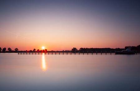het IJ bij Spaandam - zonsondergang bij Spaarndam, het IJ - foto door hanskl op 02-10-2019 - deze foto bevat: lucht, zon, licht, avond, zonsondergang, haarlem, ij, spaarndam