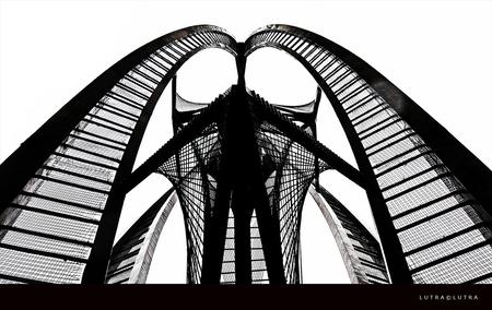 Rotjeknor...08 - De ruimtelijke constructie die sinds 1957 de nieuwbouw van warenhuis De Bijenkorf aan de Coolsingel flankeert, was volgens Gabo een 'ideologische bij - foto door corotterspeer op 29-06-2011 - deze foto bevat: rotterdam, rotjeknor, Gabo
