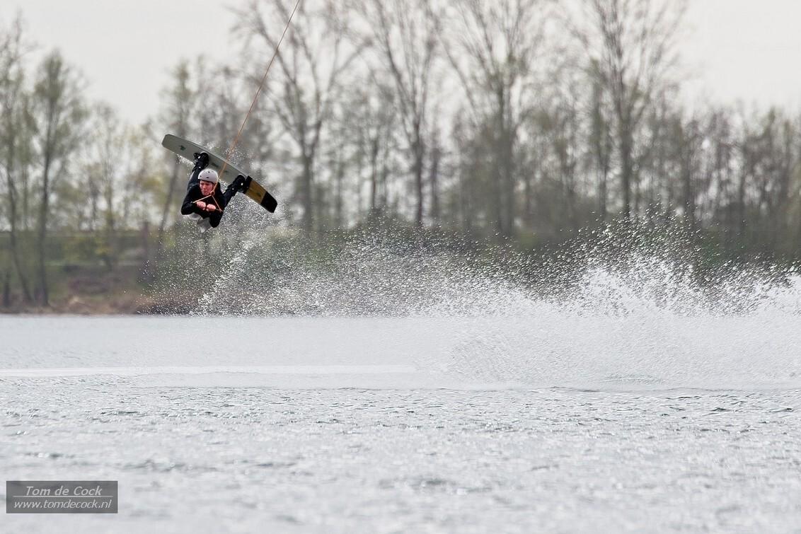wakeboard - - - foto door cockie op 05-04-2021 - deze foto bevat: water, sport, actie, snelheid, beweging, watersport, springen, sluitertijd, wakeboarden, maasplassen, wakebord