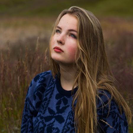 Janika op Ijsland #3 - Op Ijsland heb ik Janika gefotografeerd met het doel een serie te creeëren met een natuurlijke uitstraling met een fashion-achtig tintje. - foto door lk123456789 op 10-09-2017 - deze foto bevat: portret, model, daglicht, ogen, haar, fashion, meisje, glamour, blond, photoshop, mode, fotoshoot, 50mm