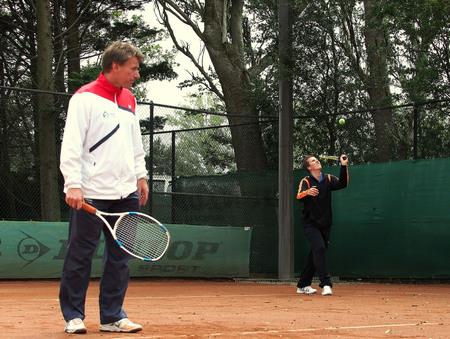 Dubbel spel,... - Heren,..ja hier wel gevangen de bal.... ook op het tennis toernooi... Iedereen bedankt voor de reacties op...... Gemist deze slag....... Was leuk - foto door wim181261 op 20-07-2015 - deze foto bevat: mensen, kleur, licht, bal, tennis, beweging, s, toernooi