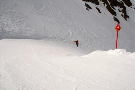 Zicht op -onder- de Top -4b op 3200 m NAP