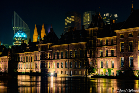 Binnenhof & Hofvijver by night.