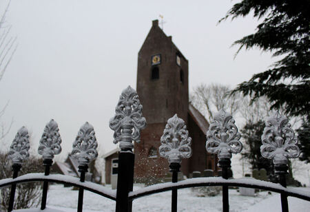 Vituskerkje Wyns - 4 januari 2016. De eerste sneeuw in het nieuwe jaar. Rondje door dorp leverde dit plaatje op. - foto door ljdrost op 05-01-2016 - deze foto bevat: kerkje, hekwerk, winters, wyns, ljdrost, vituskerkje