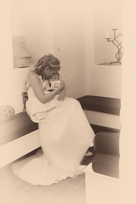 Bruid troost zoontje