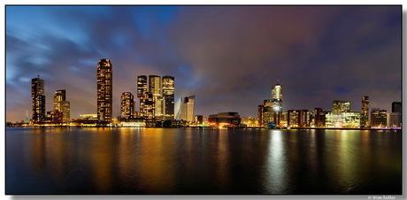 Rijnhaven bij avond.