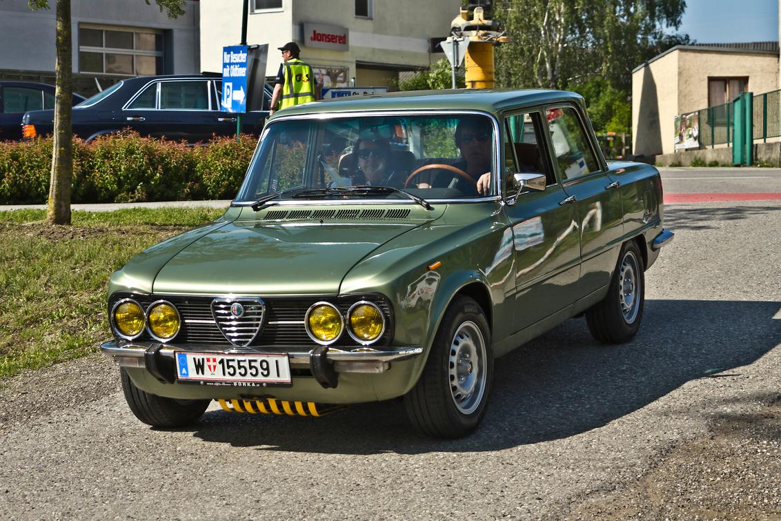 Alfa Romeo Giulia Nuova Super 1600 (0880) - Alfa Romeo Tipo 105 Giulia 2A Series (1974-1979) Modella Nouva Super 1600 Berlina  [url]https://www.flickr.com/photos/photiste/50737523191/in/photo - foto door clay op 01-04-2021 - deze foto bevat: auto, oldtimer, straatfotografie, evenement, alfa romeo, clay, vintage transport, tulln a.d. donau - oostenrijk, italiaanse oldtimer, alfa romeo tipo 105 giulia 2a series (1974-1979) modella nou, alfa romeo giulia nuova super 1600