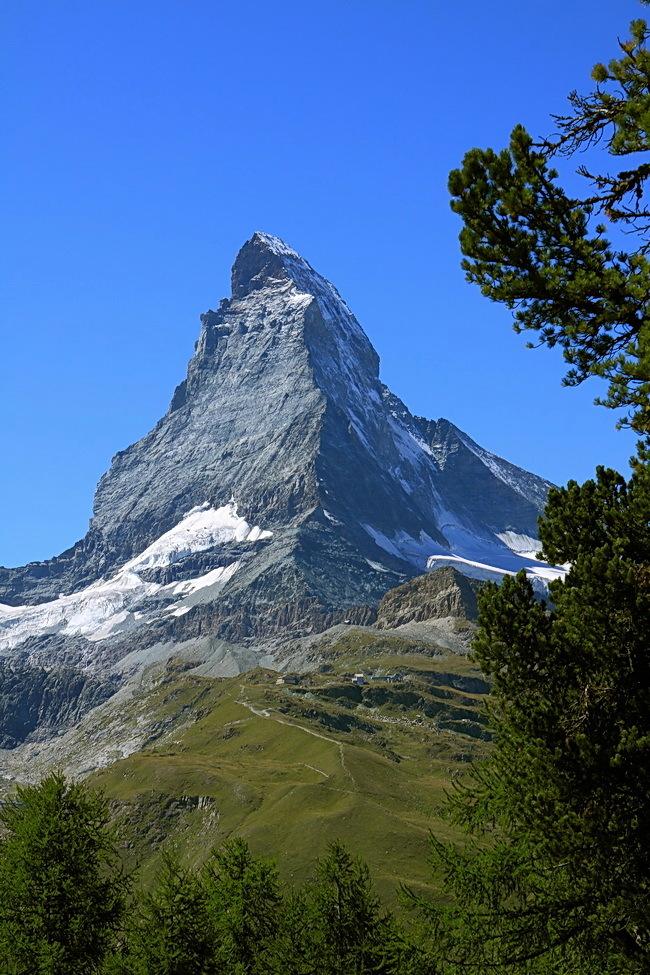 Matterhorn - Het is alweer een tijd geleden dat ik de mooiste berg met jullie deel, dus nu maar weer eens. Deze foto vanuit het treintje naar Gornergrat genomen. - foto door RolandOudmaijer_zoom op 18-03-2015 - deze foto bevat: landschap, bergen, landschappen, zwitserland, alpen, wallis, matterhorn