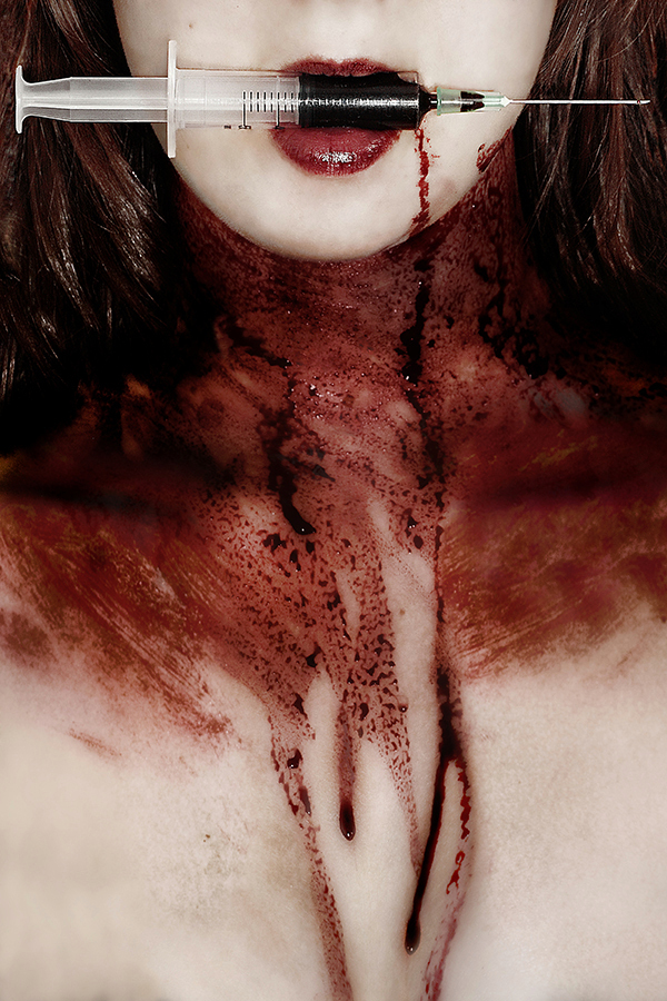Blood - I gave you blood, blood, gallons of the stuff, I gave you all that you can drink and it has never been enough. I gave you blood, blood, blood,  I - foto door devira op 18-10-2013 - deze foto bevat: iris, portret, zelfportret, horror, portrait, zelf, bloed, self, selfportrait, naald, needle, blood, Devira