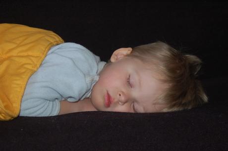 Ziek slapend jochie