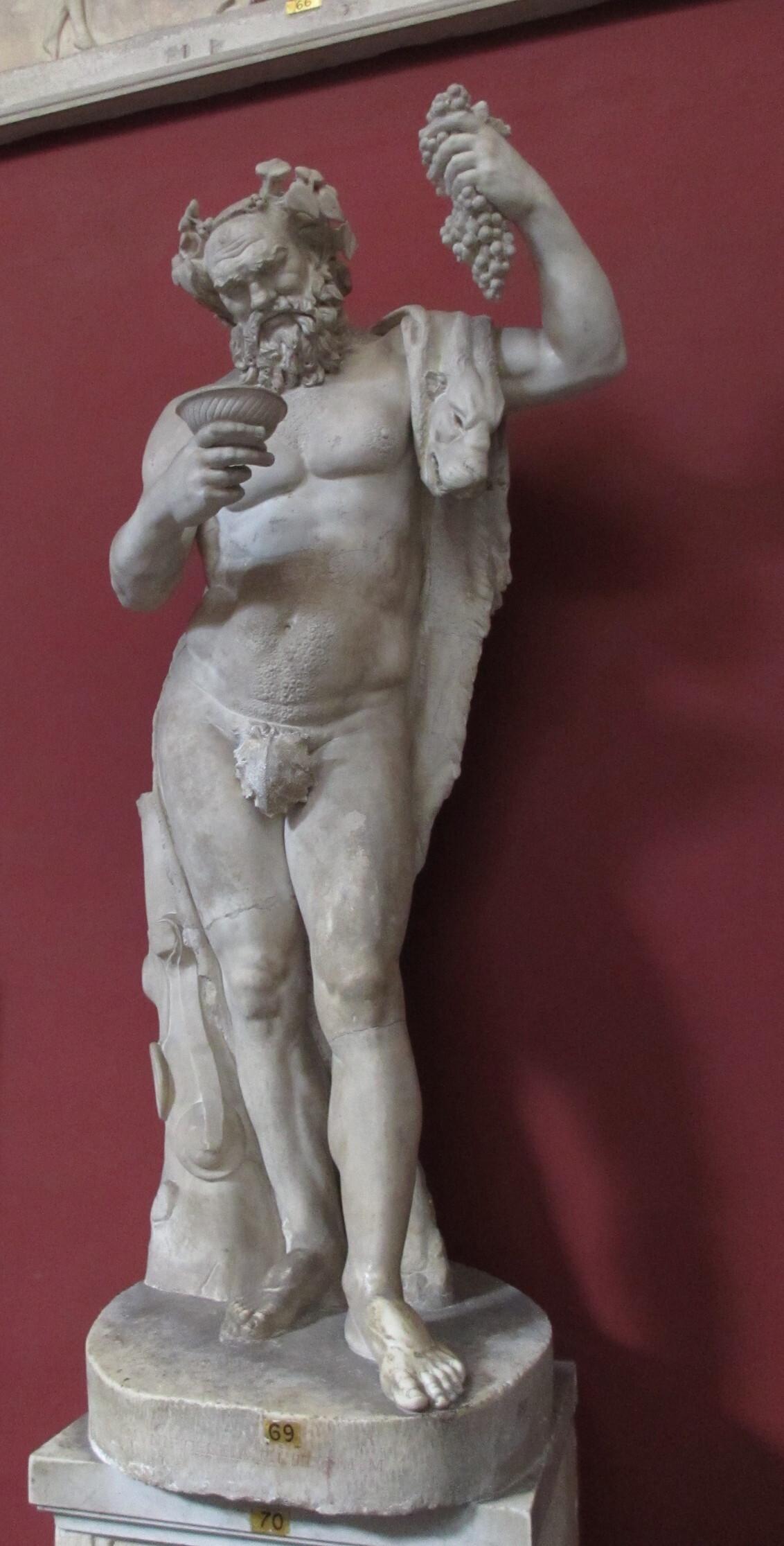 Wijntje? - - - foto door Bianca-101 op 12-06-2018 - deze foto bevat: beeld, god, museum, standbeeld, pose, wijn, mythologie, druiven, grieks, poseren, romeins, beeldhouwwerk, dionysus, bacchus, druivenrank, klassieke oudheid, mythologisch