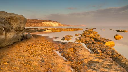 Sicilië, Torre Salsa - Na een vrij lange Zoompauze heb ik er zin in de draad weer op te pakken. Ik heb  in de afgelopen periode nog wel af en toe naar jullie foto's gekeken - foto door Berthe2 op 30-06-2017 - deze foto bevat: strand, zee, sunset, zonsondergang, vakantie, rotsen, sicilie