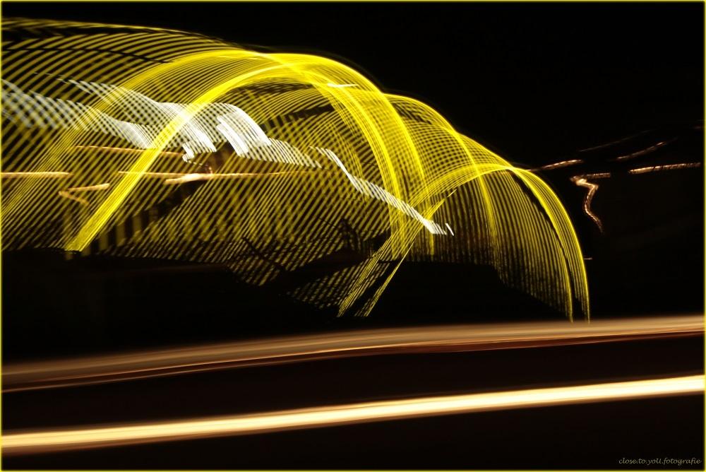 licht(ka)dans... - nog net op het randje van deze maand, de uitdaging voor de groep project I(nspiratie) beweging met je camera... dé uitdaging van februari. ik had  - foto door close.to.yoU.fotografie op 28-02-2014 - deze foto bevat: licht, snelweg, sluitertijd, project I(nspiratie) beweging, 120km