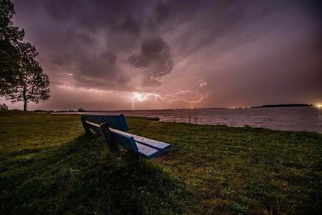 Onweer bij Tjeukemeer