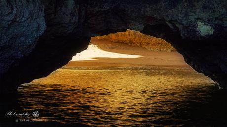 Strandje onder de rotsen, Algarve