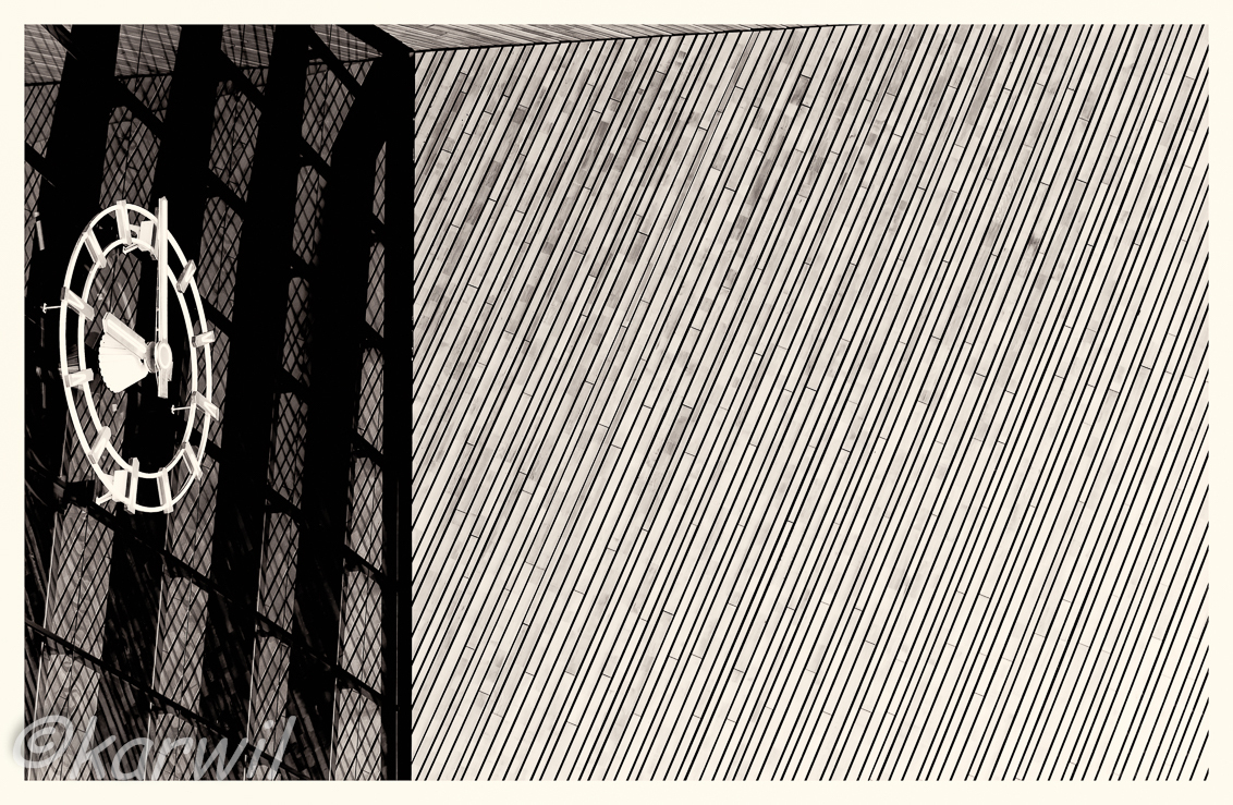 R'dam CS - opdracht tbv fotocursus: Rotterdam centraal - foto door karelwillemse op 04-06-2015 - deze foto bevat: station, abstract, rotterdam, gebouw, stad, zwartwit