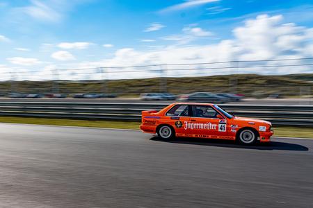 Racen op Zandvoort - Racen op Zandvoort - foto door Wilfredbergsma op 06-11-2020 - deze foto bevat: race, sport, auto, snelheid, zandvoort, beweging, autosport, sluitertijd, wedstrijd, circuit, motorsport, finish