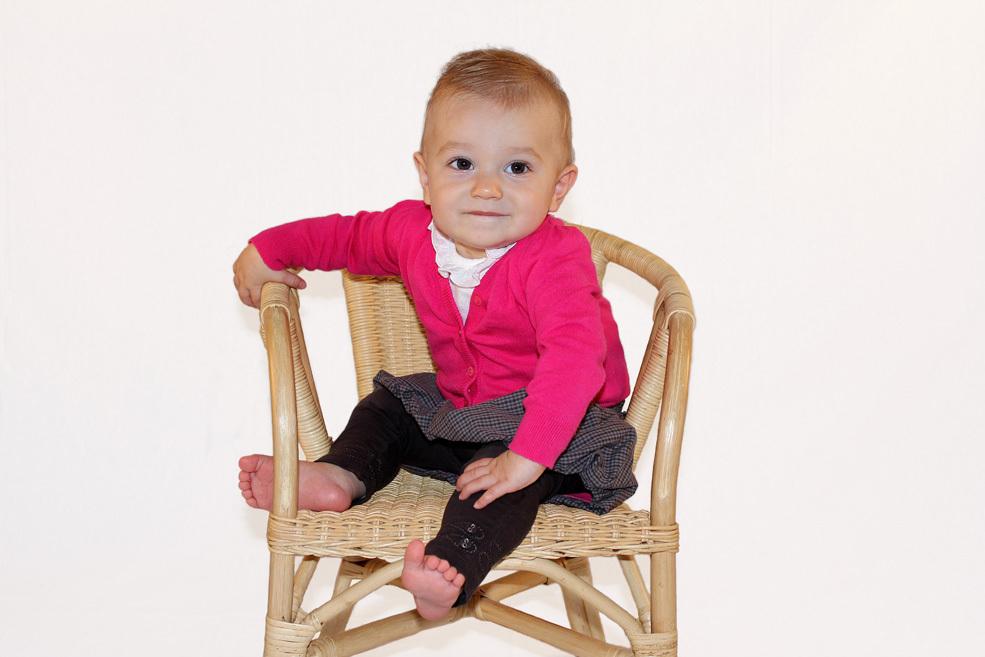 Fotoshot Madelynn - Thuis zelf een fotoshot gedaan van onze dochter, het is best wel moeilijk om een leuke foto te krijgen met een bewegelijk kind, maar volgens mij mag  - foto door tournay op 06-09-2011 - deze foto bevat: portret kinderen