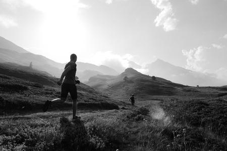 Frankrijk - Lac du Mont Cenis - Genomen tijdens een rondreis van Nederland naar Zuid-Europa. - foto door Krulkoos op 24-08-2020 - deze foto bevat: wolken, vakantie, frankrijk, reizen, landschap, bergen, travel, zwartwit, berg, mount, mountains, traveling, reisfotografie, rondreis, blackandwhite, holiday, zwartenwit, leica, zwartwitfotografie, Avanta, maurice weststrate, avantareis, dlux, d_lux7