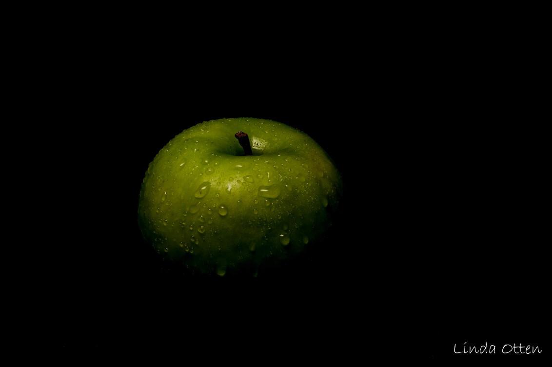 appel - - - foto door LindaOtten93 op 05-08-2020 - deze foto bevat: donker, appel, druppels