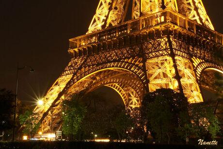 De Eiffeltoren by night (1)