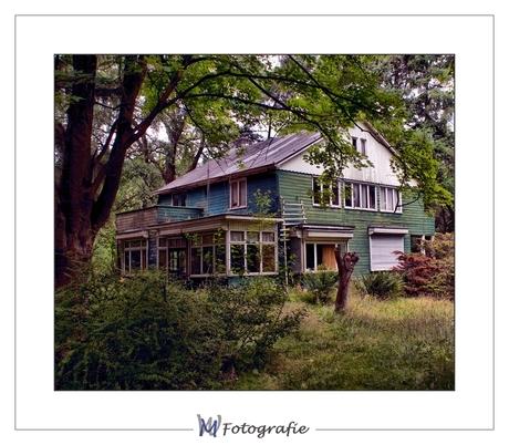 Vervallen houten huis