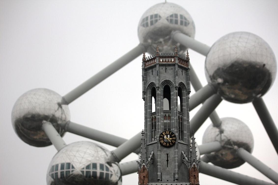 Brussel - een beetje mistig - foto door herimo op 23-10-2012 - deze foto bevat: atomium, brussel, mini europa