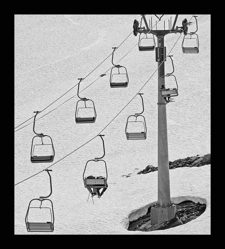 ski-lift - Ik vind deze wel toepasselijk bij de Olympische Winterspelen. - foto door juriheise op 21-02-2010 - deze foto bevat: sneeuw, skilift, ski-lift