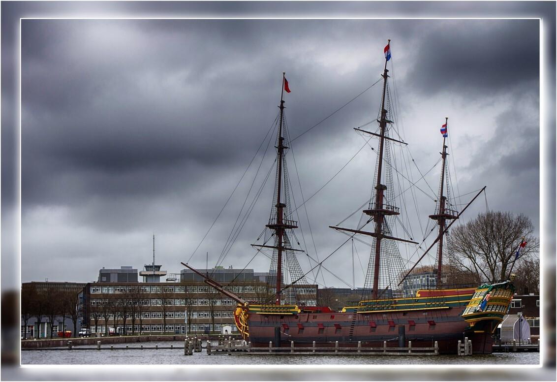 VOC Schip Amsterdam - Het VOC Schip de Amsterdam is een exacte kopie van het beroemde VOC-schip dat in 1749 op zijn eerste reis verging. - foto door Willem Thepen op 09-03-2019