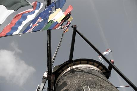 Met vlag en wimpel