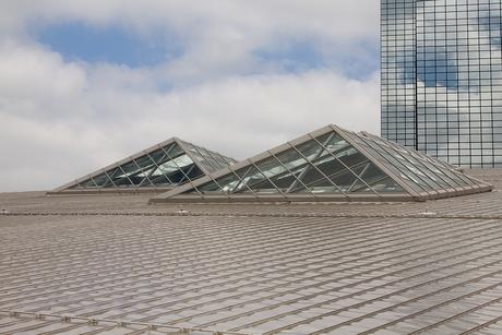 Wolken lopen door in gebouw
