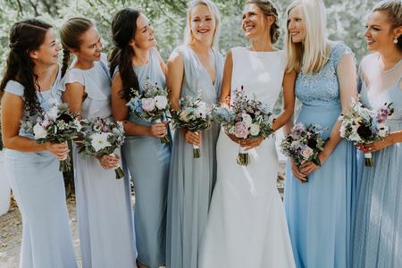 Bride + Bridemaids - - - foto door daniellephotography op 24-07-2018 - deze foto bevat: vrouw, mensen, portret, daglicht, meisje, emotie, bruid, bruiloft, glamour, closeup, bruidsmeisjes, visagie, 35mm, amerikaans thema, bridesmaids
