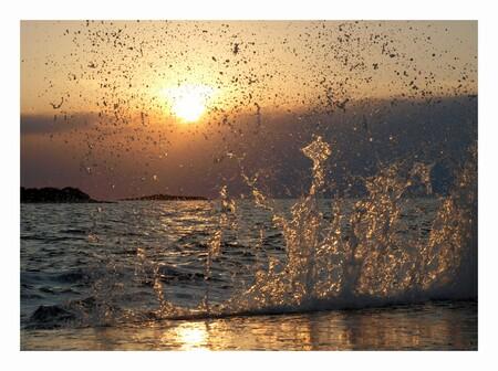 water spektakel - Tijdens onze vakantie afgelopen zomer in Kroatië. Opspattend water... Warme herinneringen aan die avond... - foto door mariah1982 op 25-07-2013