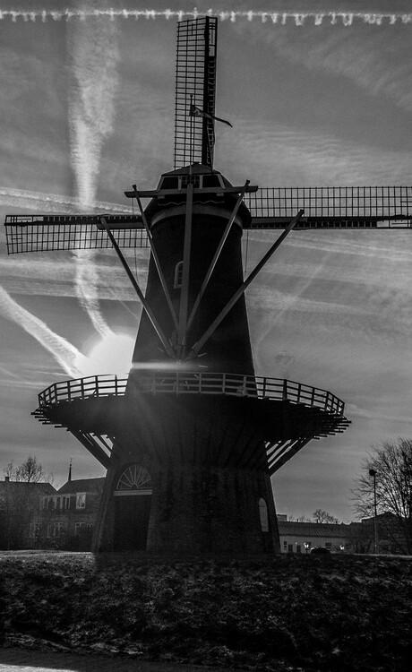 Gorinchemse molen in zwart wit