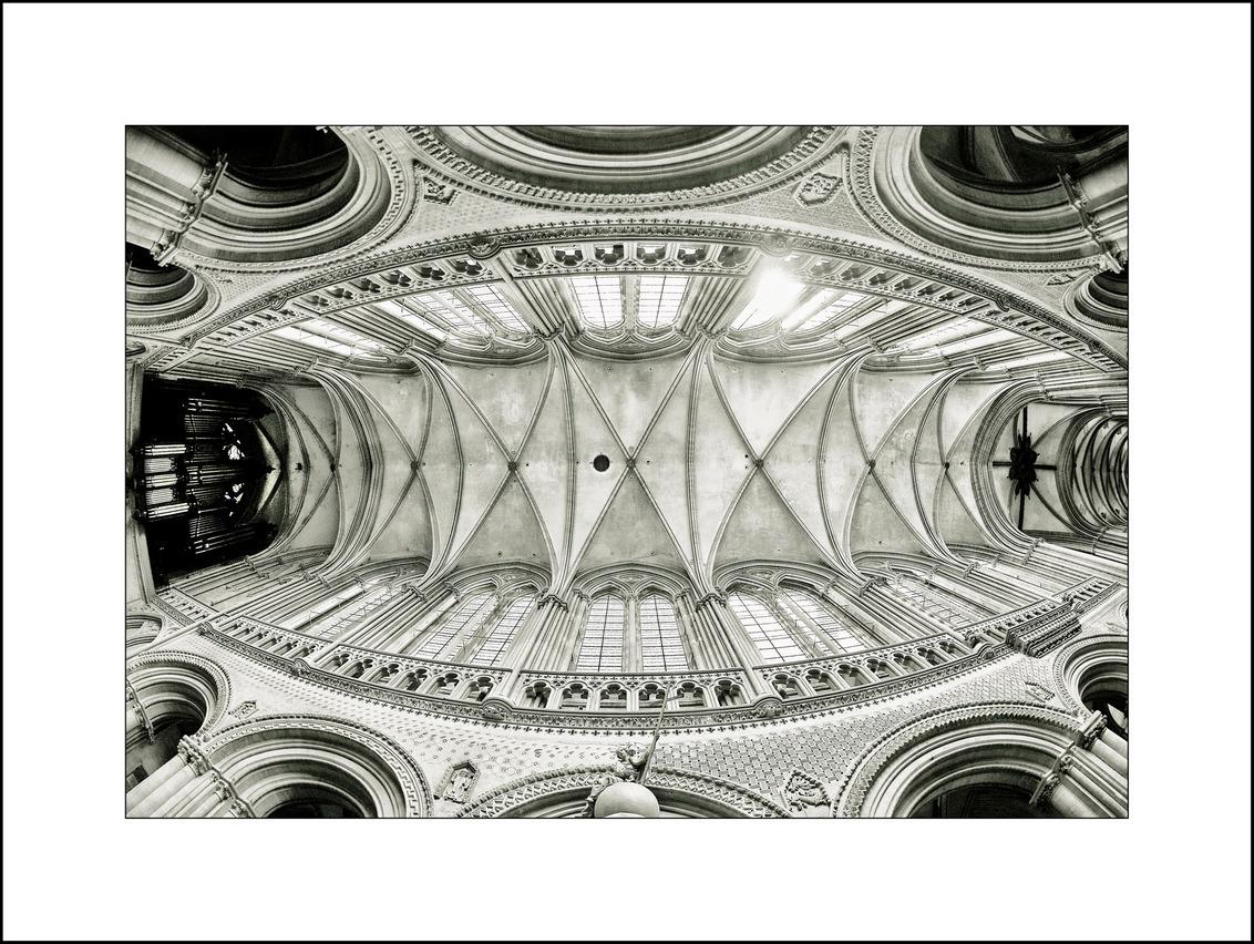 Normandië 28, Kerken 1 - Plafond van de kerk in Bayeux.  Iedereen weer hartelijk dank voor alle reacties!  mvgr Jan - foto door jz3 op 04-09-2011 - deze foto bevat: kerk, normandie, bayeux, jz3