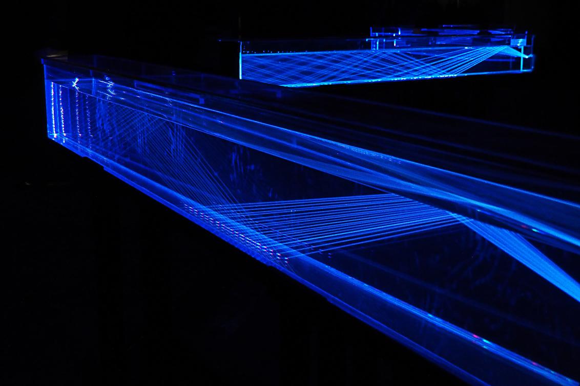 Glow next - Een avondje bij Glow Next. In het Veemgebouw stonden deze bakken die reageren op geluid. Lastig, maar fascinerend foto-object. - foto door Lathyrus op 08-11-2015 - deze foto bevat: licht, glow, philips, Glow Next, glow 2015