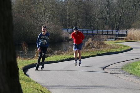 Op wieltjes - - - foto door fotohela op 02-03-2021 - deze foto bevat: sport, schaatsen, actie, snelheid, beweging