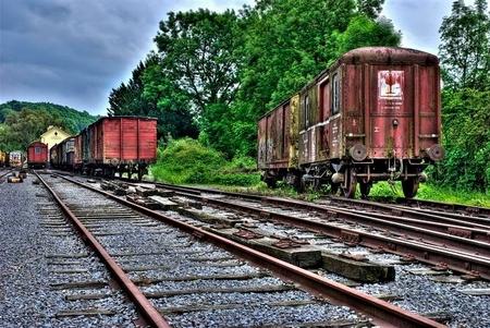 Eindstation - Verlaten locomotieven en treinwagons in een klein plaatsje in Belgie. HDR workflow op los gelaten. - foto door wigo op 14-07-2009 - deze foto bevat: station, trein, hdr, locomotief, wagon, urbex, urban exploring