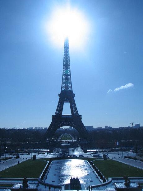 Eiffeltoren met middagzonnetje