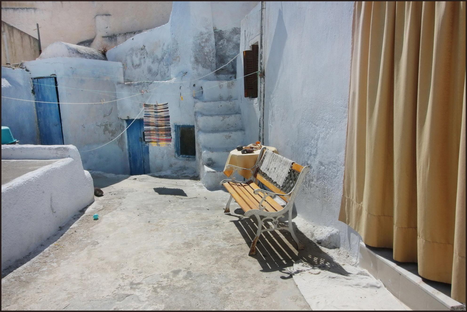 GRIEKENLAND - Een typisch oud stadje in Paros, een van de Griekse eilanden. - foto door lucievanmeteren op 30-06-2017 - deze foto bevat: vakantie, reizen, zomer, straatfotografie, reisfotografie, Oud stadje - Deze foto mag gebruikt worden in een Zoom.nl publicatie