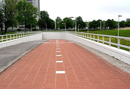 FIETS TUNNEL ONDER DE METRO DOOR - CAPELLE ad IJSSEL 01-06-2013   een fiets tunnel onder de Metro door naar Links. Waarheen ? Ik zou het niet weten. Het heet Dreessingel. - foto door CityPhotograph op 03-06-2013 - deze foto bevat: metro, fietstunnel, Dreessingel