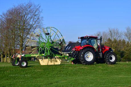 Gepoetste Landbouwmachine + tractor