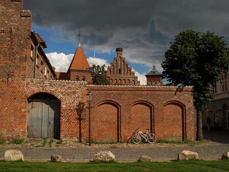 Ribe Denemarken - Ribe, de oudste stad van Denemarken. - foto door Duckie_zoom op 10-04-2011 - deze foto bevat: oud, wolken, fiets, stad, denemarken, reisfotografie, ribe