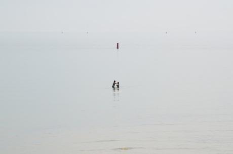 Moeder en dochter in zee